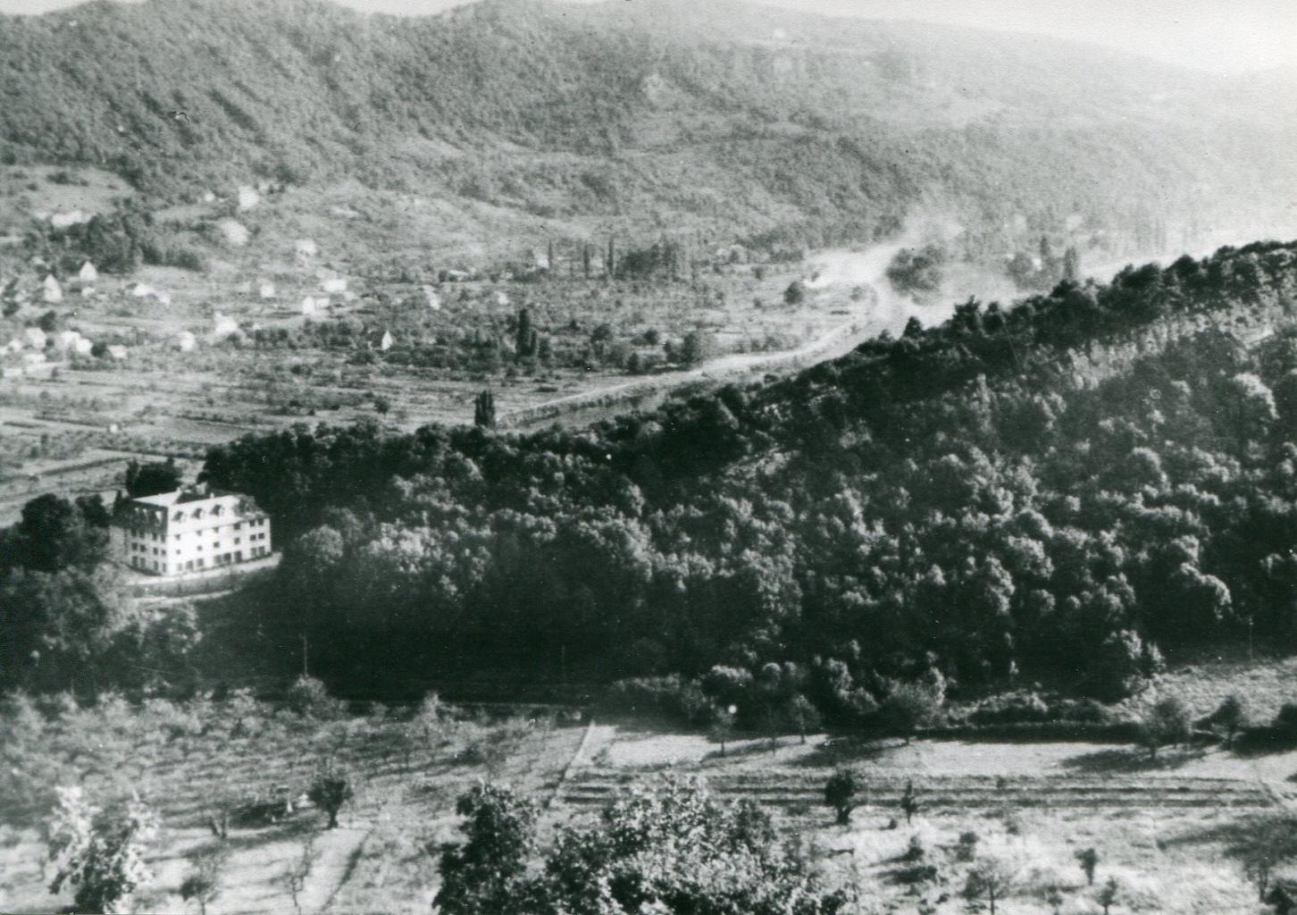1958 - La Roche d'Or vista desde el Rosemont. La Maison Carrrée