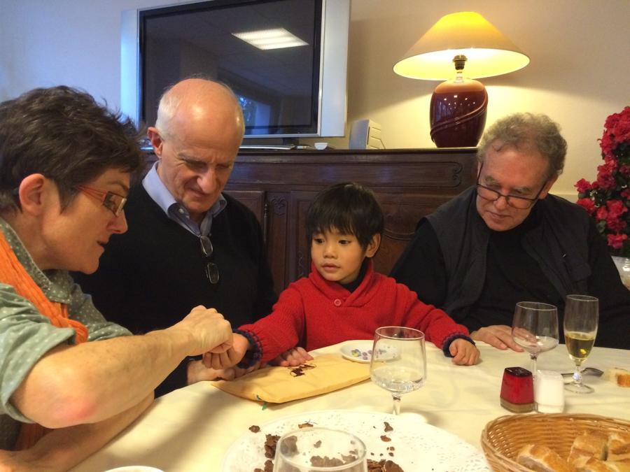 A table avec Roger, Martine, Gabriel et Bruno