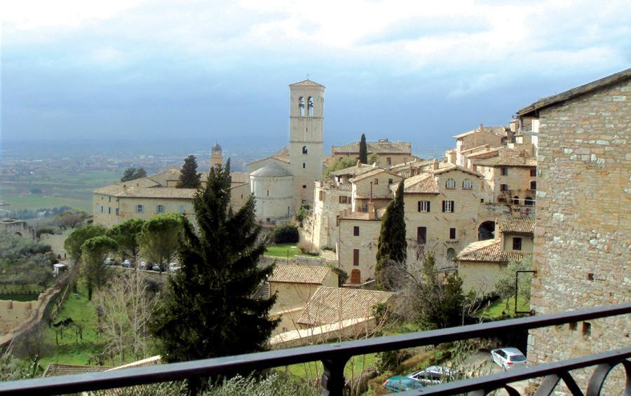 Les Fontanilles. Retraites itinérantes. Assise, vieille ville et église sainte Marie Majeure